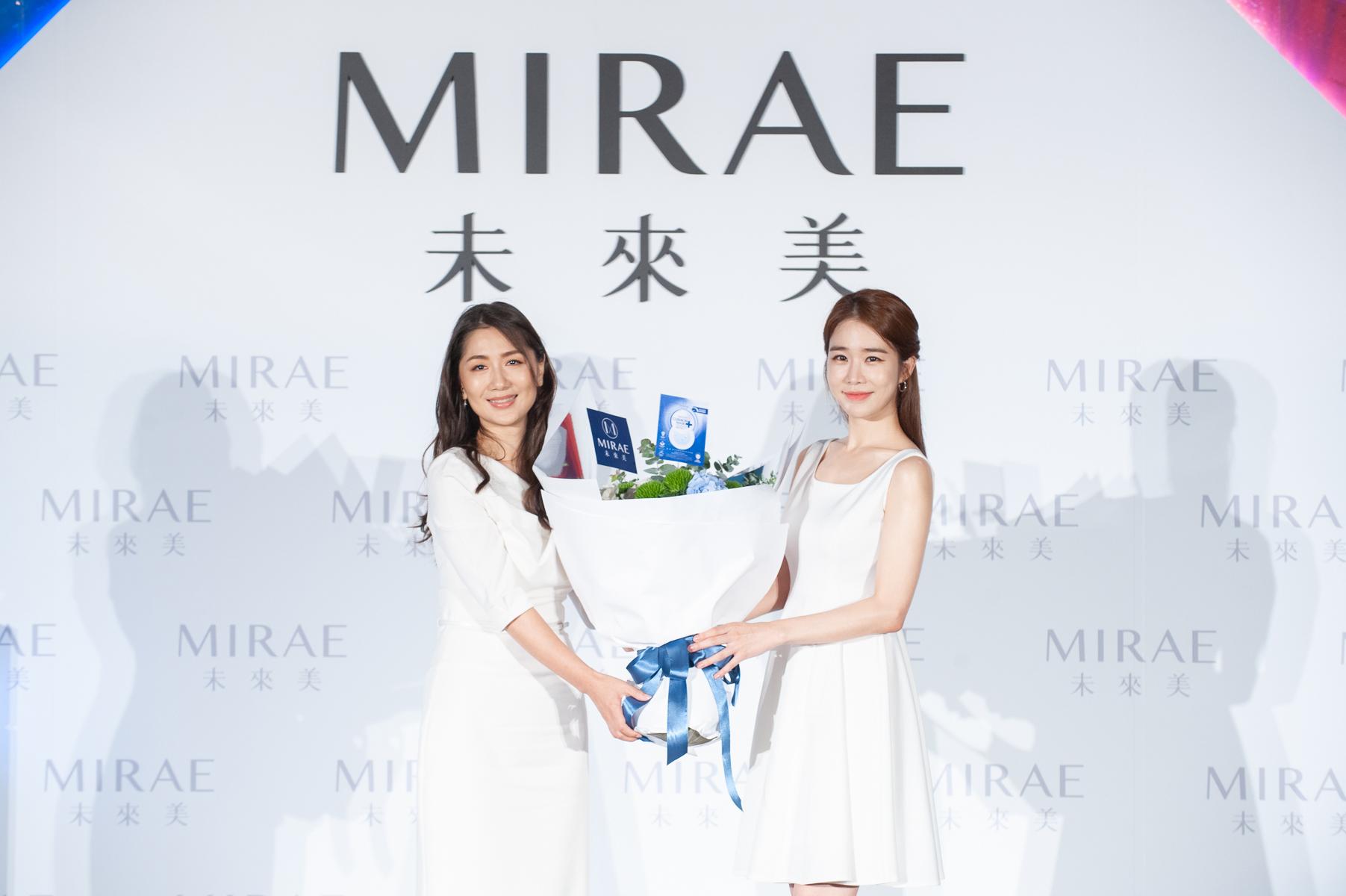 未來美董事長胡蕙郁代表獻花 歡迎全新代言人劉寅娜來台-2