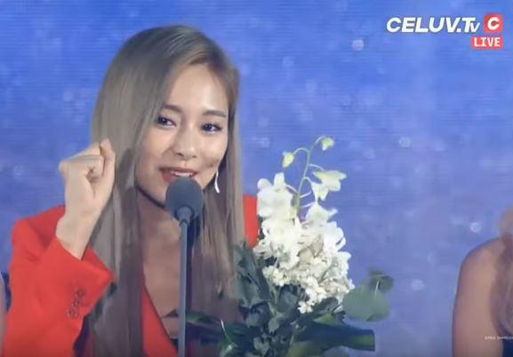 Twice團員-周子瑜來自台灣在韓國與國際舞台發光發熱,於典禮上發表得獎感言(圖片截自YT-Kplo K-Music Live [VOD]